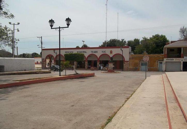 Al fondo se observa el mercado municipal, de donde asomaba el Huachivo. (Fotos: Jorge Moreno/SIPSE)