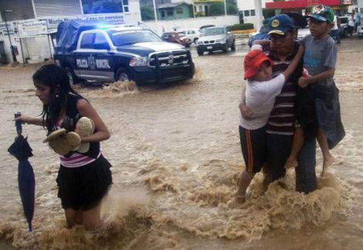 Habitantes de Guerrero han denunciado que se han condicionado los apoyos a comunidades afectadas por los huracanes Ingrid y Manuel. (Milenio)