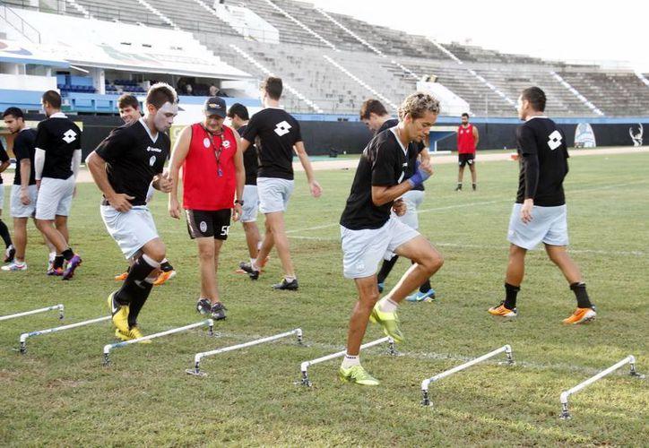 En el CF Mérida no hay adeudo de sueldos a jugadores, asegura uno de los dueños del equipo. (Milenio Novedades)