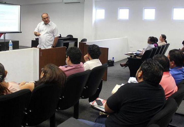 Los fiscales de Yucatán relacionados con justicia para adolescentes recibieron capacitación sobre argumentación. (Cortesía)