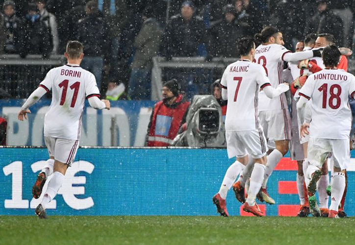 Milan se mantiene invicto en el 2018, tras vencer a en penales a Lazio. (Fuente: AFP)