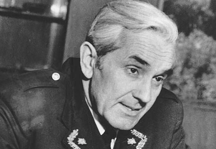 El general Alberto Bachelet murió en la cárcel en 1974, cuando el ejército del dictador Augusto Pinochet lo declaró traidor. (datuopinion.com)