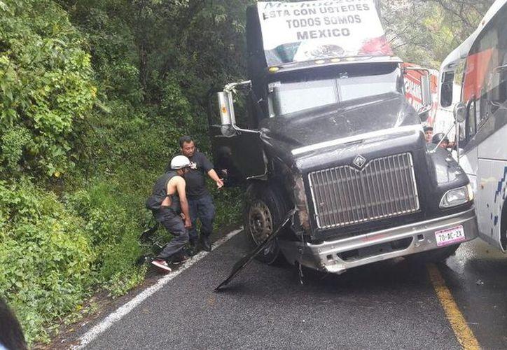 El accidente dejó 15 personas lesionadas, algunos de gravedad. (Foto: Excélsior)