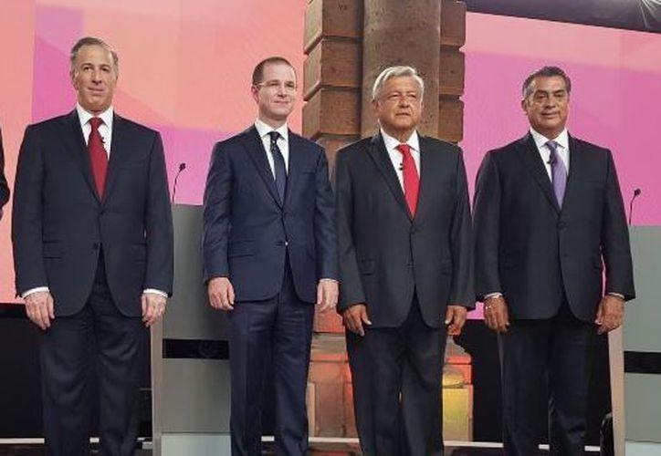 Los candidatos recibirán preguntas de algunos ciudadanos que estarán presentes en el debate. (Internet)