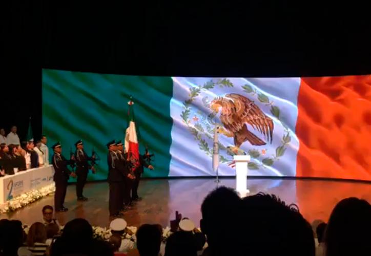 La ceremonia inició con los honores a la bandera. (Redacción/SIPSE)