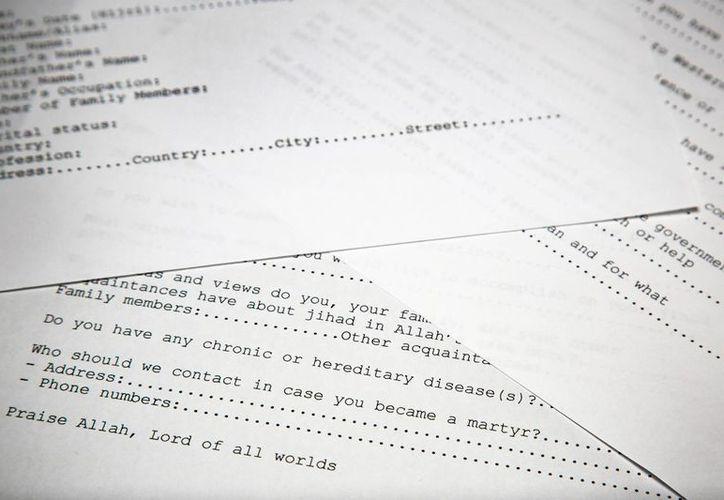 Una copia de una solicitud para unirse a la red terrorista de Osama bin Laden. (Agencias)