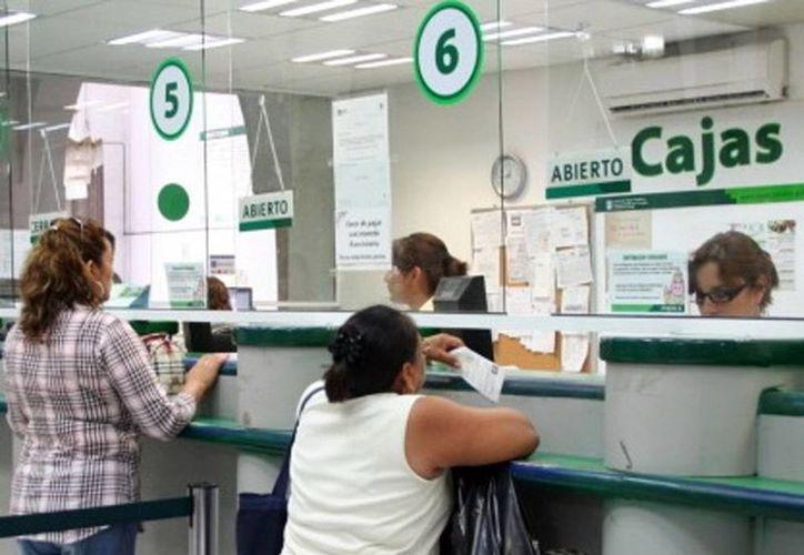 La Japay realizará el sorteo anual para los clientes cumplidos en sus pagos. El premio mayor será una casa. Imagen de contexto de la sección de cajas, en las oficinas centrales de la Japay. (Milenio Novedades)