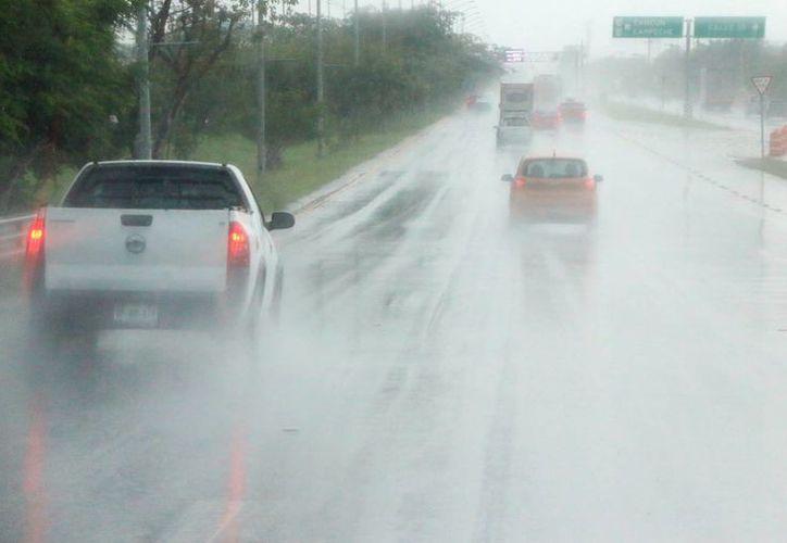 La Conagua preve fuertes lluvias e incluso actividad eléctrica en los próximos días en Yucatán. (José Acosta/SIPSE)