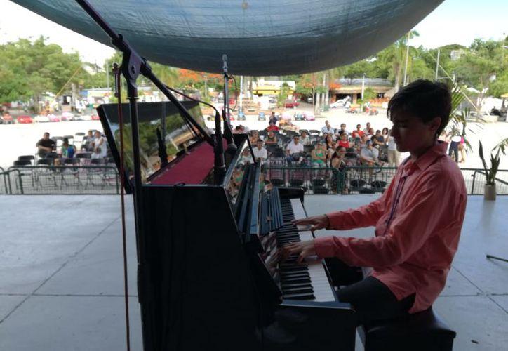 Este sábado inició el primer Pianotón en el parque de Las Palapas, en Cancún. (Faride Cetina/SIPSE)