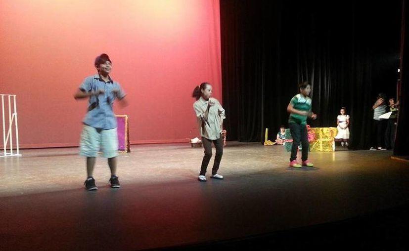La compañía teatral del Club Ayelem tiene cinco años trabajando con niños, jóvenes y adultos con síndrome de Down y parálisis cerebral. (Facebook/Club especial ayelem a.c)