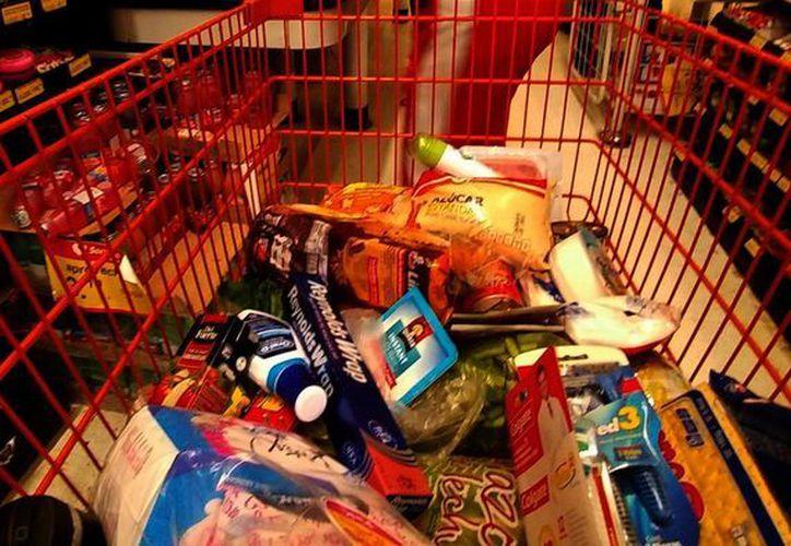 Antes de ir al supermercado, elabora una lista de compras y respétala. (Milenio Novedades)