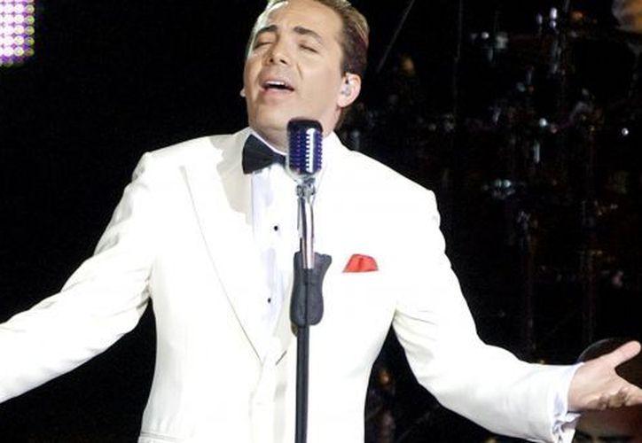 Cristian hace un recorrido musical en el que interpreta sus más grandes éxitos. (Archivo Notimex)