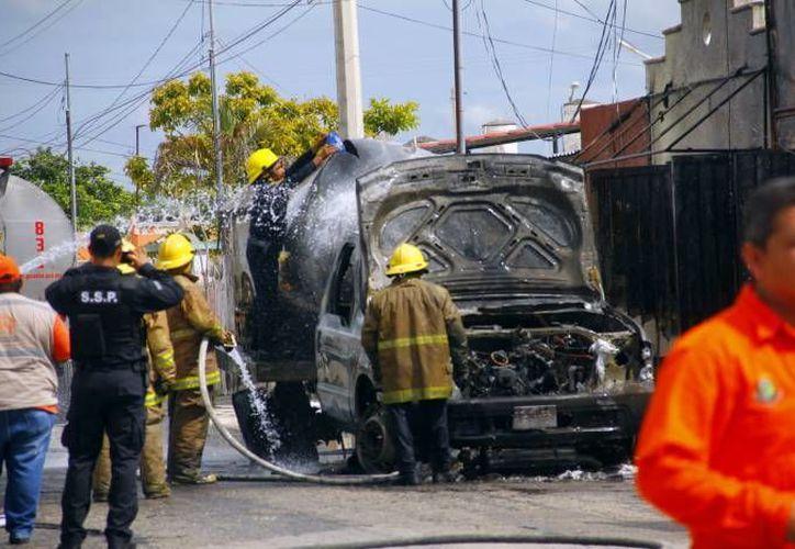 El Reglamento Municipal de Protección Civil ya se considera obsoleto. En la foto   el incendio de una pipa en la puerta de una tortillería en Polígono 108. (Milenio Novedades)