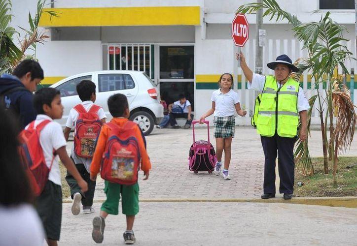 El Ayuntamiento de Solidaridad imparte talleres de capacitación a los adultos mayores que se desempeñan como vigilantes ciudadanos. (Cortesía)