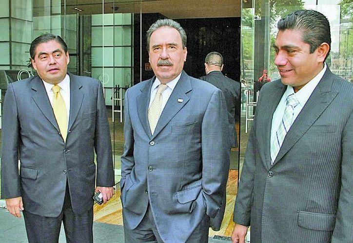 Miguel Barbosa, el coordinador del PRI en el senado Emilio Gamboa y Jorge Luis Preciado. (Milenio)