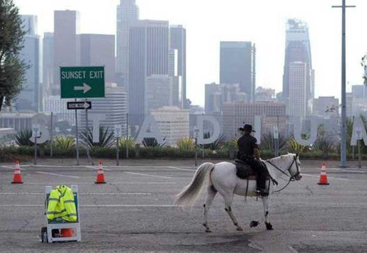 El ataque armado fue contra un autobús que estaba estacionado en el muelle de Santa Mónica. (Foto: E Consulta)