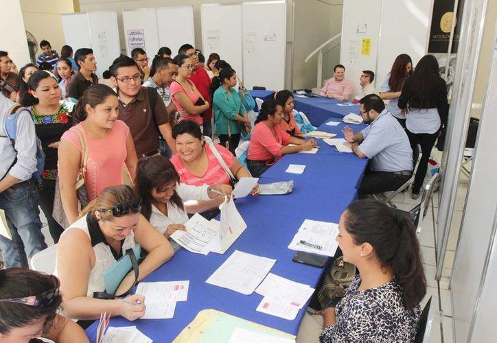 Este miércoles se realizó la segunda y última jornada de la Feria Juvenil del Empleo, en el patio central del Olimpo. (SIPSE)
