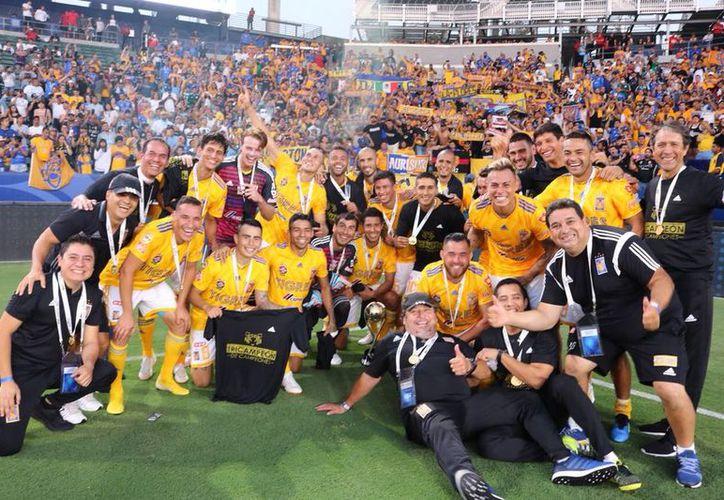 El conjunto de Tigres celebró su tercer título como Campeón de campeones. (Twitter)