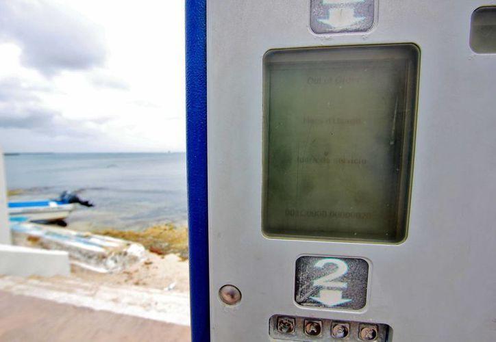Los parquímetros del malecón dejan 22 mil pesos de ganancias mensuales aproximadamente al Ayuntamiento.  (Gustavo Villegas/SIPSE)
