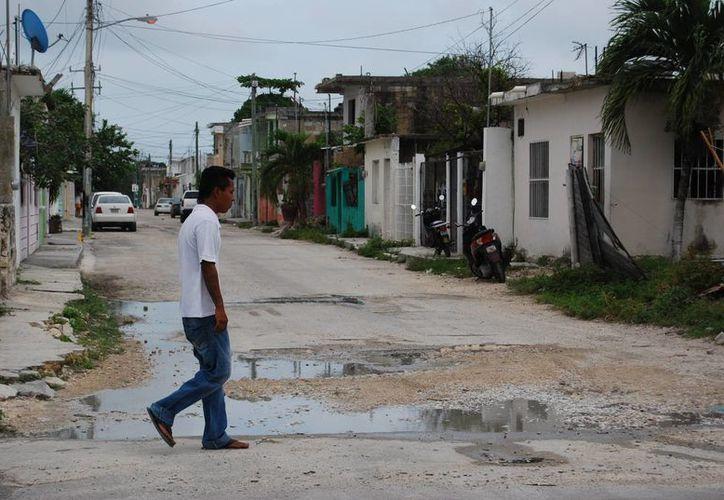 En la Región 228 se pueden observar calles en pésimas condiciones. (Tomás Álvarez/SIPSE)