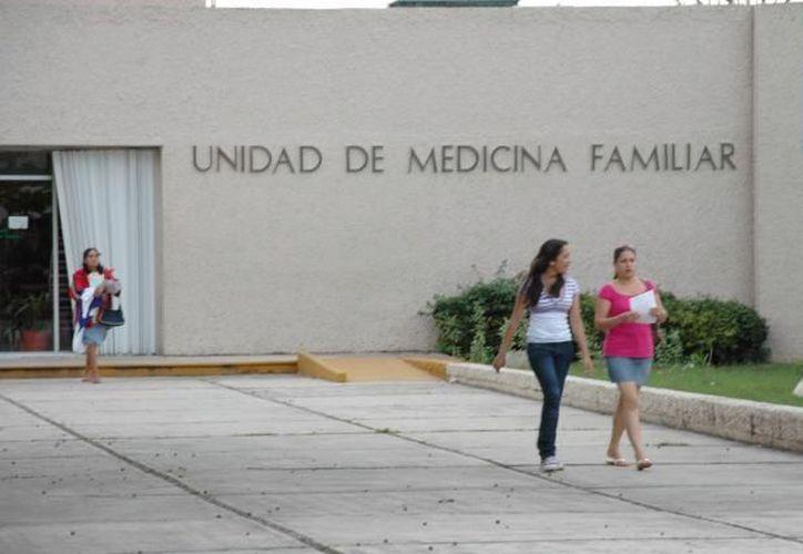 El Instituto Mexicano del Seguro Social exhorta a la población a extremar medidas preventivas en caso de presentar síntomas. (Internet)