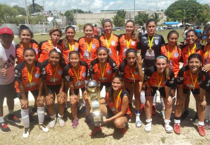 Las campeonas también fueron visoreadas por entrenadores de Tuzos. (Ángel Villegas/SIPSE)