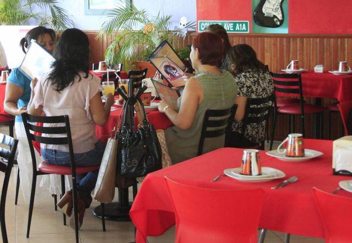 El sector restaurantero espera recuperarse de la 'cuesta de enero' con las festividades del 14 de febrero y el carnaval. (Harold Alcocer/SIPSE)