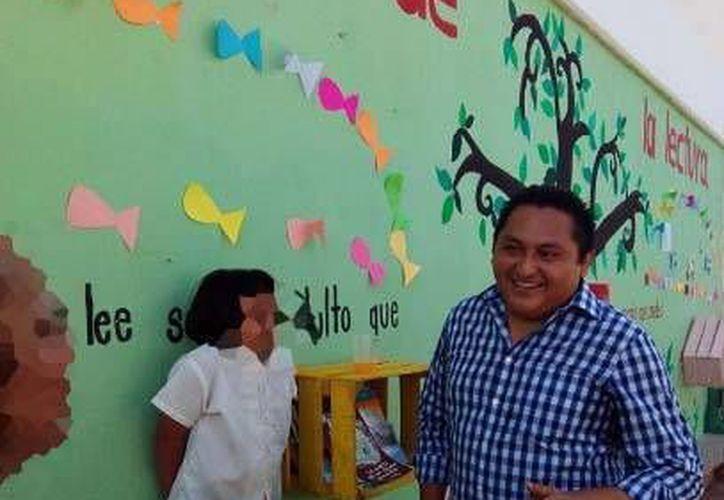 En la redes de Facebook y Twitter de habitantes de Muna causó revuelo el viaje que realizaron funcionarios del ayuntamiento de Muna, como el alcalde Víctor Manuel Maravé (foto). (Foto tomada de Facebook)