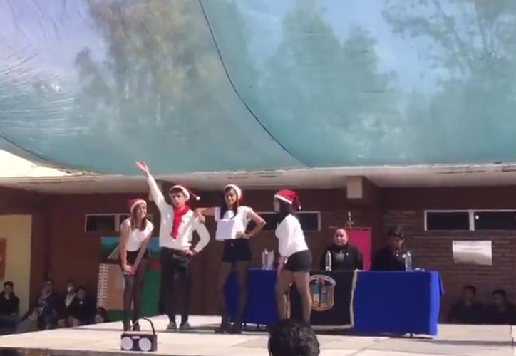 Jóvenes imitan coreografía de 'Chicas Pesadas'. (Captura Facebook)