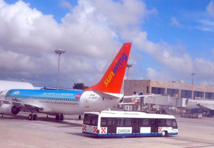 Se cancelaron 26 vuelos hacia este destino turístico. (Israel Leal/SIPSE)
