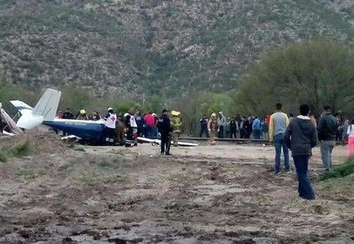La caída de la avioneta particular dejó un saldo de cuatro personas, entre las que se encuentra un menor de 14 años de edad.(Felipe Larios Gaxiola/Milenio Digital)
