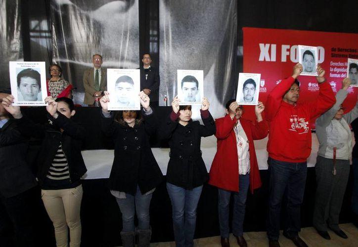 Los padres de los 43 normalistas expondrán el caso ante el Comité para la Protección de Todas las Personas contra las Desapariciones Forzadas en Ginebra, Suiza. La imagen corresponde a una de las manifestaciones por el suceso, en México. (Archivo/Notimex)