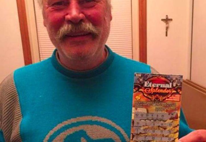 Michael Engfors decidió 'invertir' sus últimos 10 dólares en un billete de lotería. Nunca imaginó que si dinero se 'multiplicaría' y ganaría 840 mil dólares.  (aspensafetynet.org)