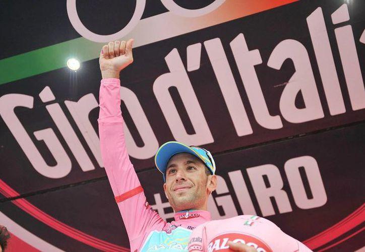 Vicenzo Nibali se convirtió en el nuevo líder de la vuelta ciclista. (Foto: EFE)