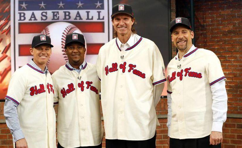 Pedro Martínez se suma a otro lanzador, Juan Marichal, como los únicos dominicanos en Cooperstown. Marichal fue exaltado en 1983, en la foto Craig Biggio, Pedro Martinez, Randy Johnson y John Smoltz en los MLB Network's Studios. (AP)