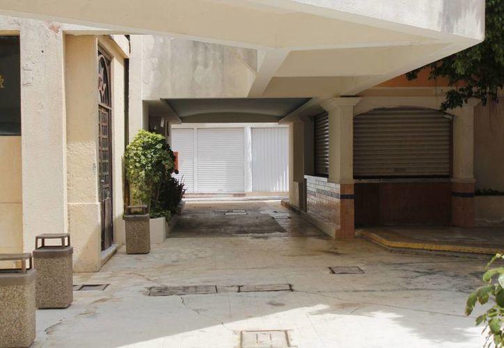Los negocios que cerraron fueron tiendas de abarrotes, papelerías y tiendas de ropa en su mayoría. (Israel Leal/SIPSE)
