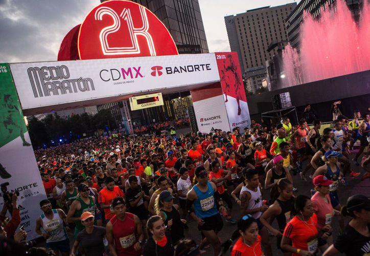 La carrera se realizó este domingo con 25 mil participantes, en la CDMX.(El Financiero)