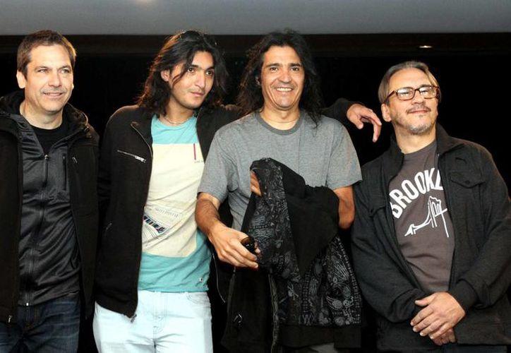 Para los fundadores de la banda,  Marciano Cantero y el guitarrista Felipe Staiti, la mejor forma de celebrar es subirse todas las noches a tocar en un escenario. (Notimex/Foto de archivo)