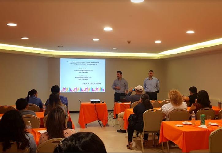 Profesionales dedicados al turismo tomaron el taller sobre cómo incorporar proyectos a la plataforma Viajemos por México. (Ángel Castilla/SIPSE)