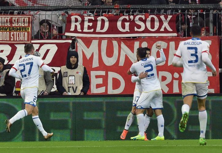 El Mainz dio la sorpresa de la jornada al ganar al poderosísimo Bayern Munich, cuyo liderato ahora está más en que juego que nunca, pues Borussia Dortmund ganó. (EFE)