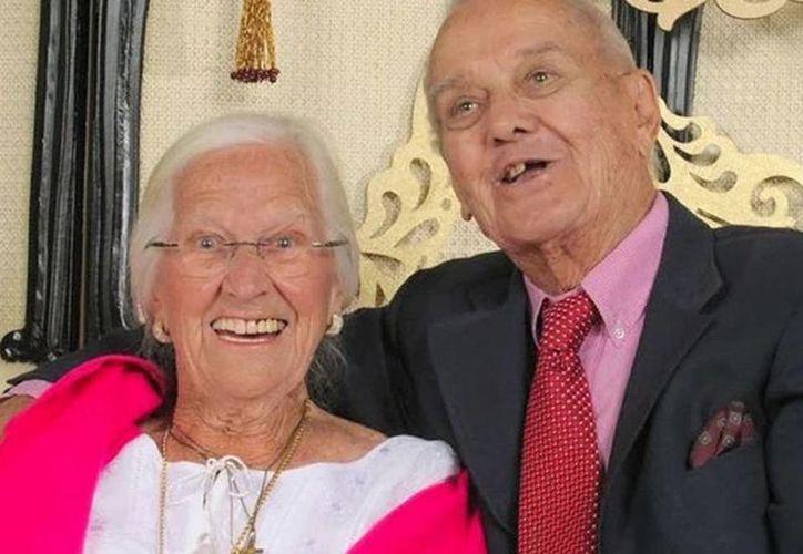 Tenían 75 años de casados, él murió en brazos de su esposa y ella poco después. (wcpo.com)
