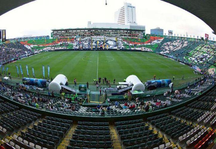 La idea del nuevo estadio para el cuadro esmeralda, se debe, entre otras cosas, al deterioro que ha sufrido el Estadio de León. (IMAGO7)