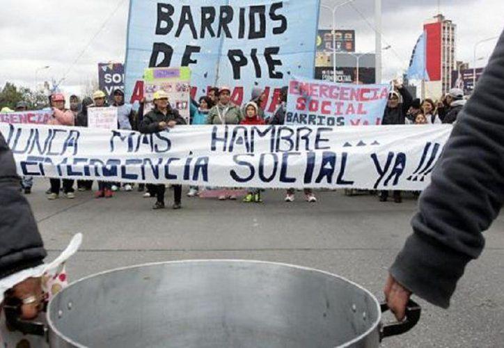 Manifestantes Argentinos se levantan con 'ollas populares' por situación social en el país. (eldestapeweb.com)