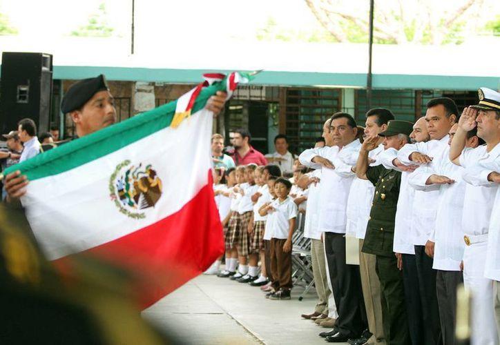 Ceremonia por aniversario del natalicio de Miguel Hidalgo y Costilla. (Cortesía)