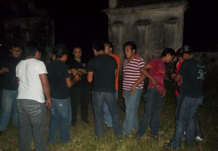 En la entrada de la hacienda Ticopó se escucharon sonidos extraños. (Jorge Moreno/SIPSE)