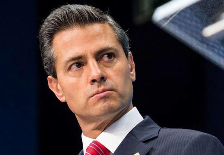 """Según Business Insider, el presidente Enrique Peña Nieto volaba con destino a París, Francia, cuando fue enterado de la fuga del narcotraficante Joaquín """"El Chapo"""" Guzmán, ocurrida el 11 de julio de 2015. (Agencias/AP)"""