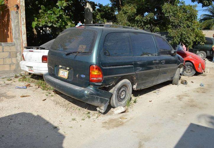 Un joven mecánico perdió la vida al caerle encima el vehículo que arreglaba. (Redacción/SIPSE)
