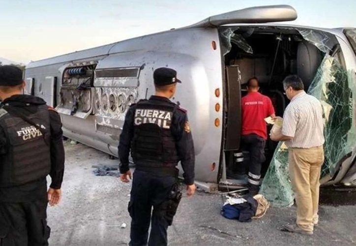 En Venezuela, al menos 11 personas murieron y 14 resultaron heridas al volcar un autobús en una carretera rumbo a Brasil. (Imagen de contexto/latarde.com.mx)