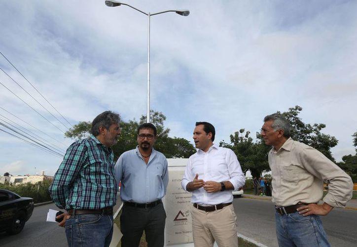 Una de las obras públicas que alcalde de Mérida, Mauricio Vila, verificó este miércoles en el norte de Mérida es la iluminación. (Foto cortesía del Gobierno de Mérida)