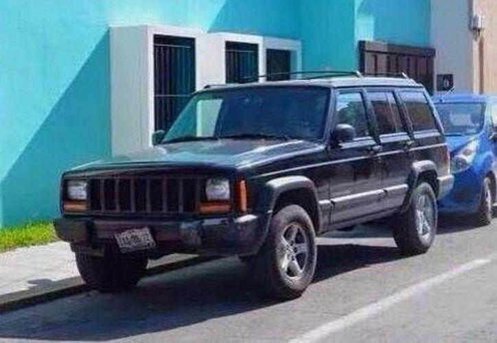 Imagen de la camioneta Cherokee de Luis Fernando Luna Guarneros, que fue encontrada ayer en la colonia San Antonio Xluch. (Foto de contexto tomada del Facebook de Luis Luna Guarneros)